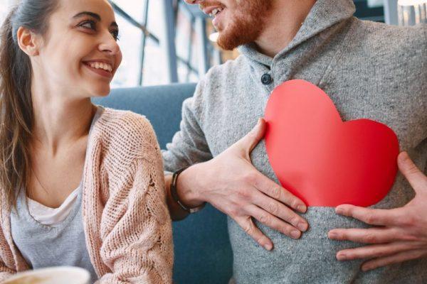 Как ведет себя любящий муж — 10 признаков любви супруга